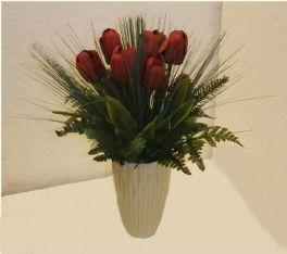 salg af julebuket med røde tulipaner