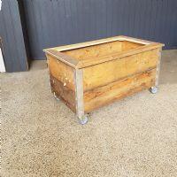 salg af Plantekasse med ramm på hjul 94x51,5 cm.